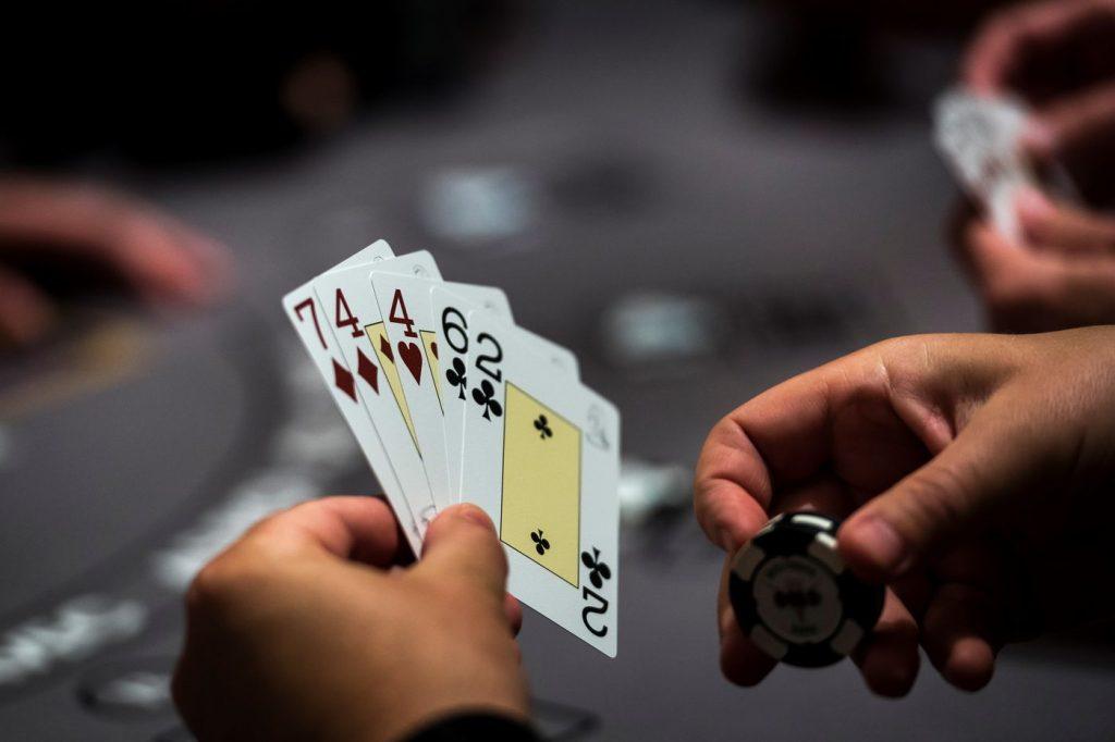 playing pokerqq